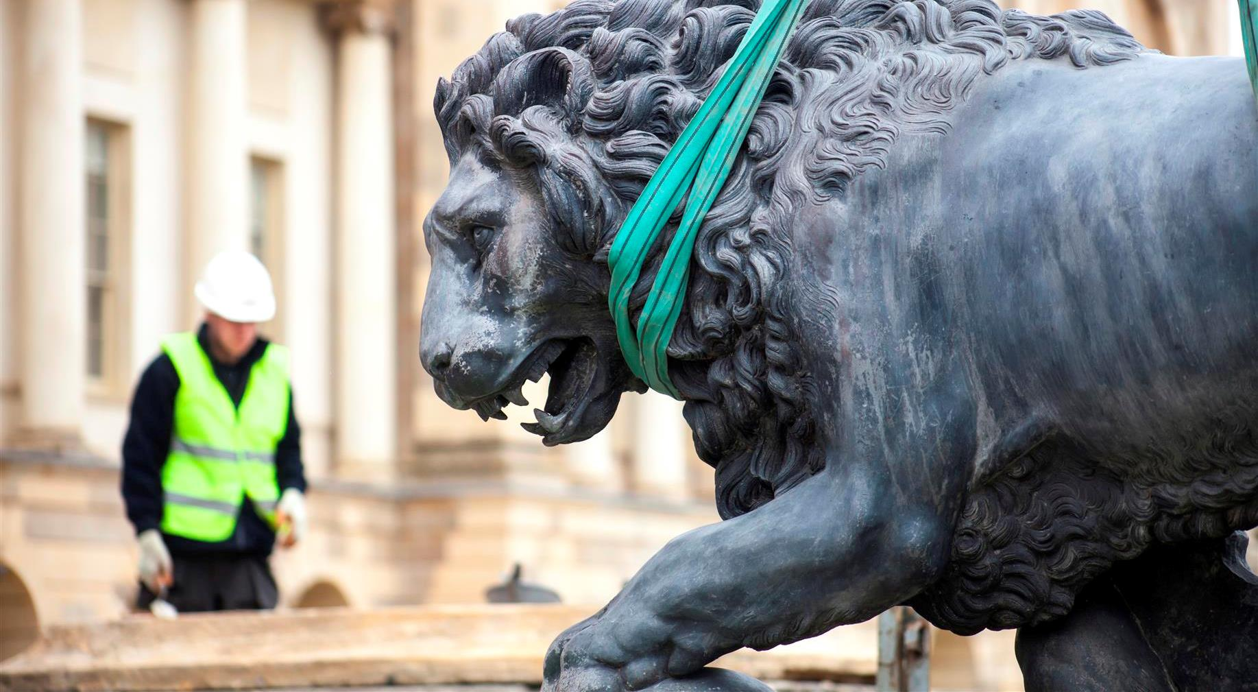 Stowe house lions