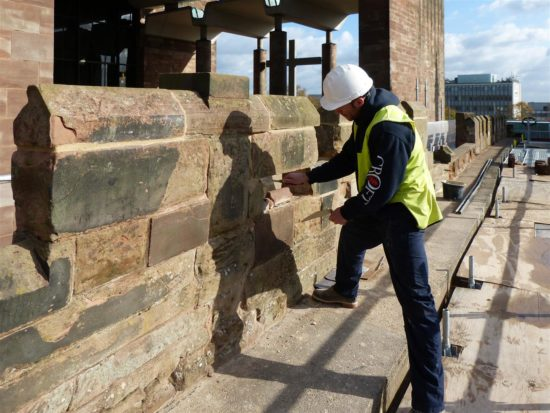 A contactor removes the pointing on the parapet