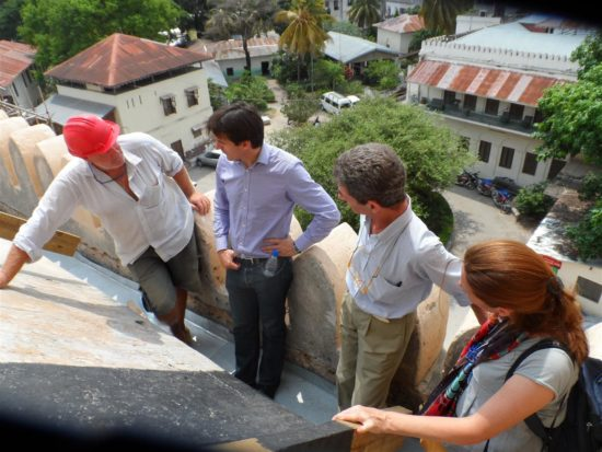 Stephen Battle, WMF's Project Director for Sub-Saharan Africa (middle left) with the team examine the roof